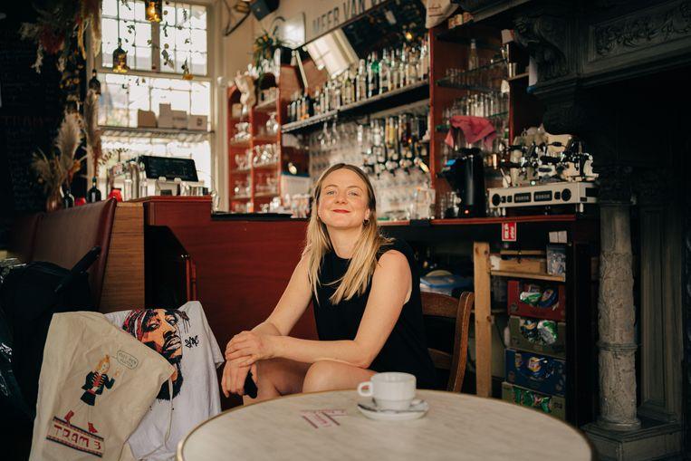 Liesbet Goedemé, cafébazin van Tram 3 in Antwerpen.  Beeld Wouter Van Vooren
