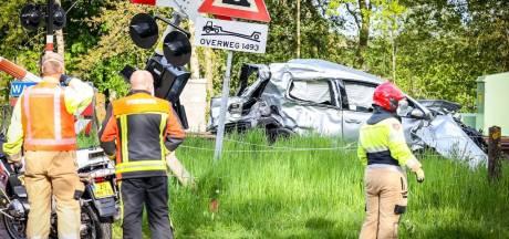 Man (20) omgekomen bij aanrijding tussen auto en trein in Groningse Glimmen