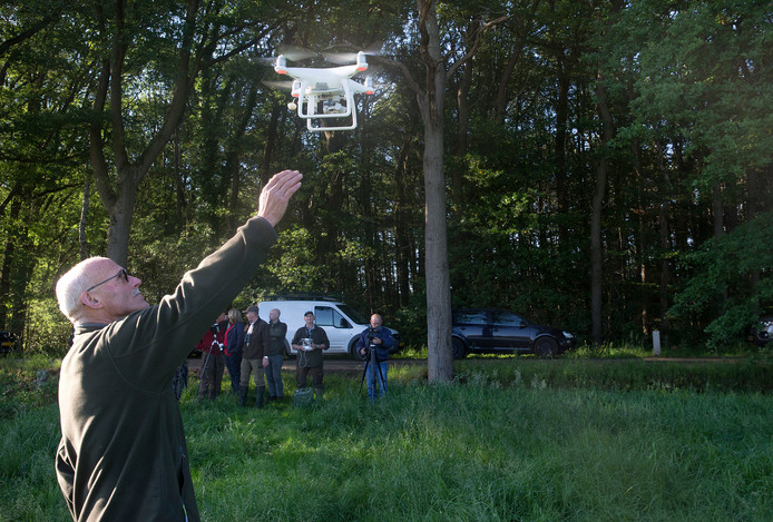 De drone gaat in de lucht.