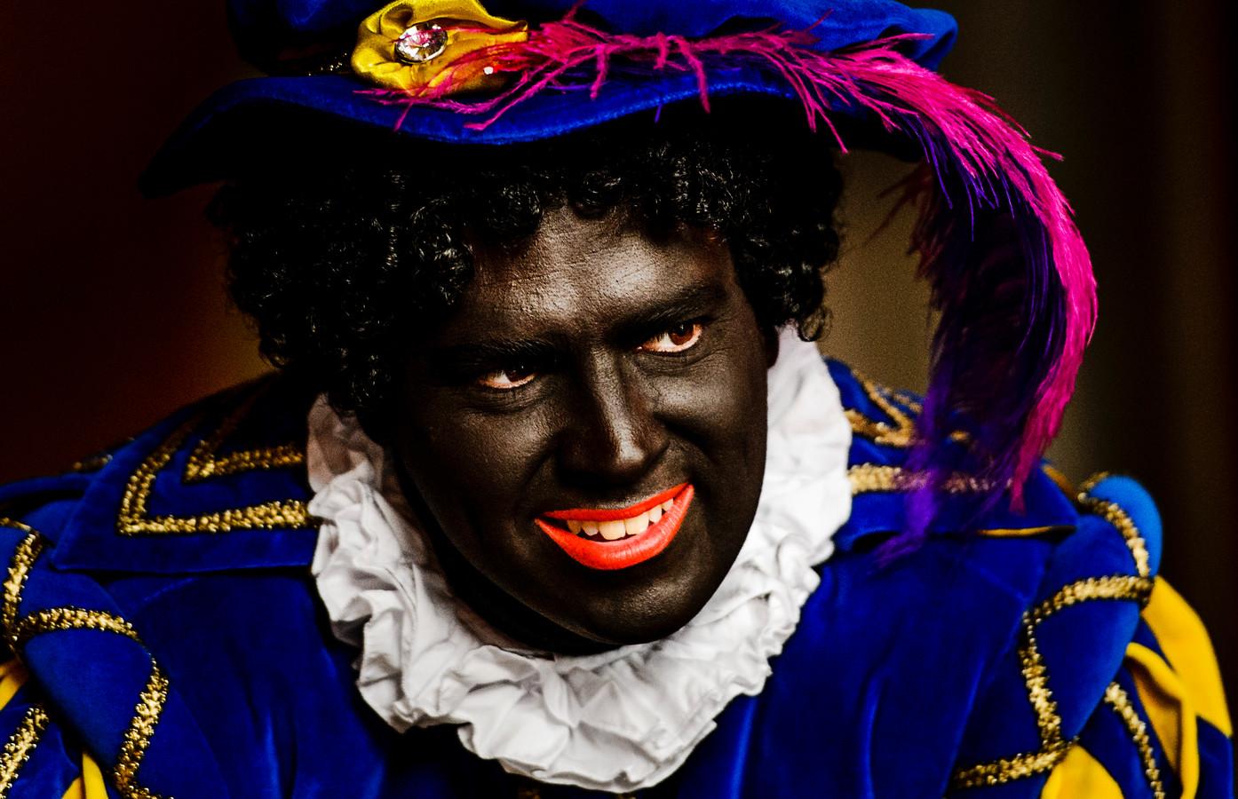De Pieten die dit jaar namens Leefbaar Rotterdam de straat opgaan, zijn nog wel zwart.