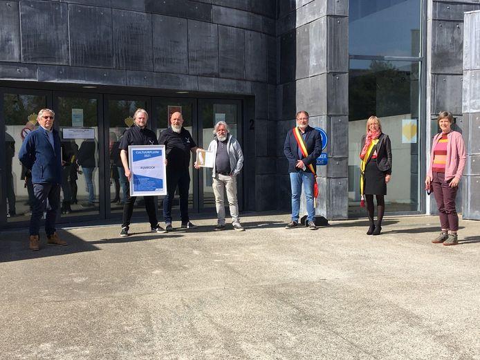 Leo Van Dessel (ondervoorzitter Cultuurraad) Raf Van Assche, Alain Noëz en Jan Dewinter (initiatiefnemers Rijmrock) Lode Van Looy (Burgemeester), Mieke Van den Brande (schepen van Cultuur) en Griet Cockaerts (voorzitter Cultuurraad).