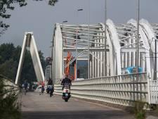 Westervoortse brug kleurt rood, wit en blauw