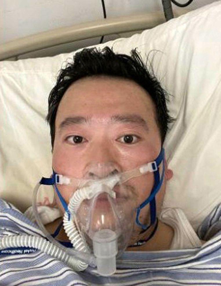 Oogarts Li Wenliang waarschuwde als eerste voor het virus, maar werd gearresteerd. Intussen is hij overleden. Beeld BELGAIMAGE
