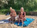 Nathalie De Cock en Veerle Dujardin met bengels Enes en Cemi
