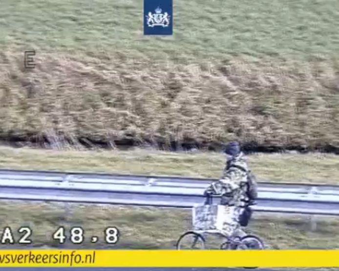 Snelwegwandelaar op de A2 bij Breukelen
