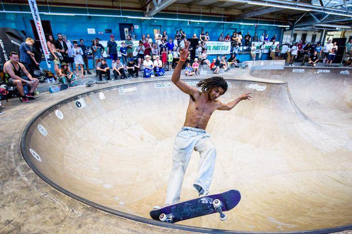 Een skateboarder tijdens Emoves.