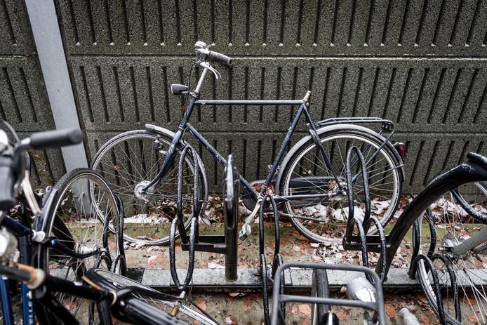 Er is veel overlast door fietsvandalisme bij het station in Wierden.