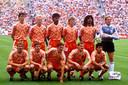 Het elftal dat in 1988 Europees kampioen werd, met de toen voor PSV spelenden Ronald Koeman, Hans van Breukelen, Berry van Aerle en Gerald Vanenburg.