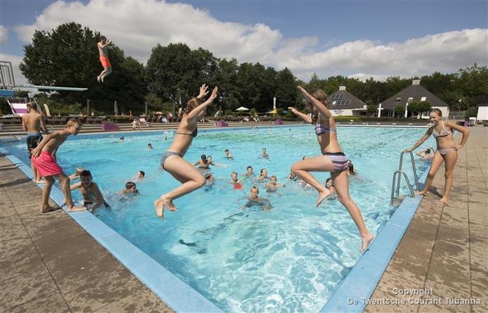 Slechts één dag mocht zwembad De Mors dit seizoen meer dan drieduizend bezoekers begroeten.