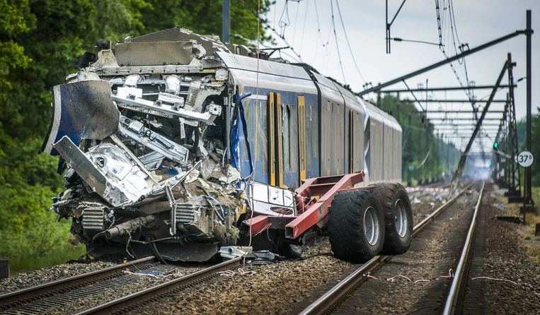 Het treinongeluk bij Hooghalen, vorig jaar mei, was de aanleiding tot een onderzoek van NS en ProRail naar onbewaakte overgangen.  Beeld ANP