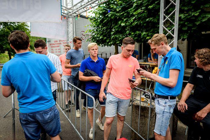 De controle bij Zomerfestival Denekamp, op zaterdag 3 juli.