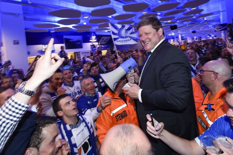 Een glunderende Hein Vanhaezebrouck in de Ghelamco Arena In Gent tijdens de viering van de kampioenstitel. Is hij donderdag even fier in zijn geboortedorp Lauwe?