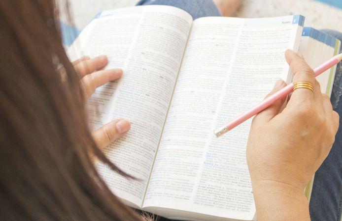 Als je bij het lezen van een brief  van de gemeente een woordenboek nodig hebt, deugt er iets niet.