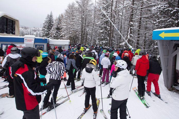 Ook in Zielenic was het zaterdag druk op de pas heropende pistes. (1/2)