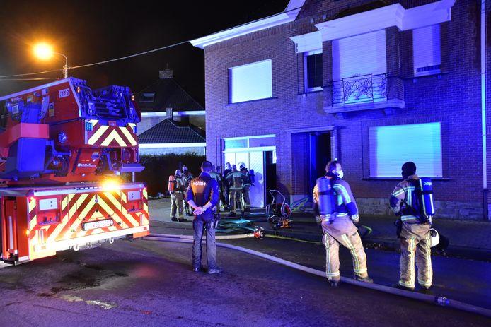 De brandweer had de zolderbrand in de Neerbeekstraat in Bissegem snel onder controle.
