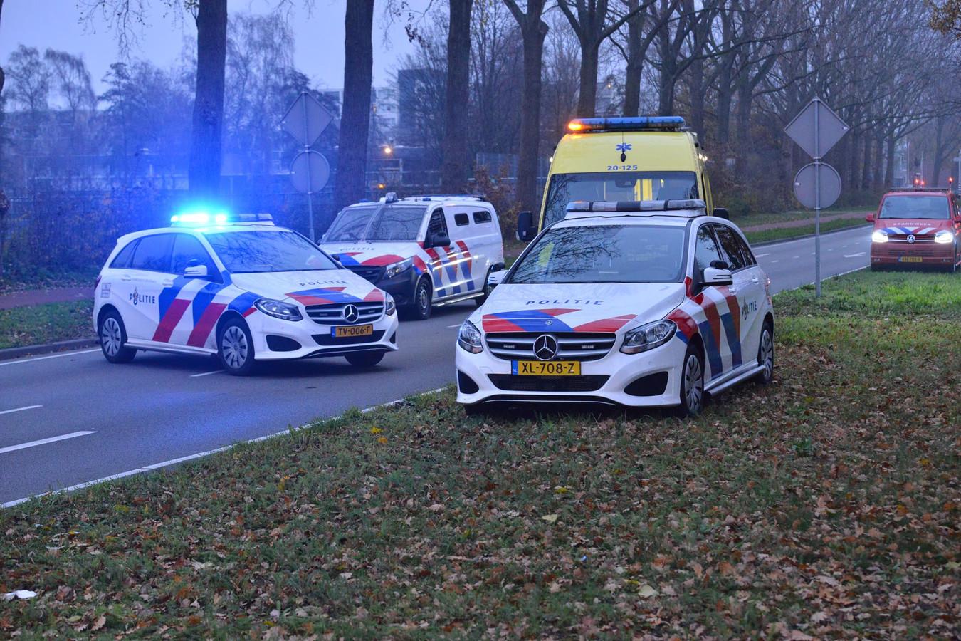Bij een ongeval op de Nieuwe Kadijk in Breda is een fietsster zwaargewond geraakt.