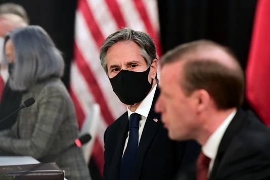 De Amerikaanse minister van Buitenlandse Zaken Antony Blinken (midden).