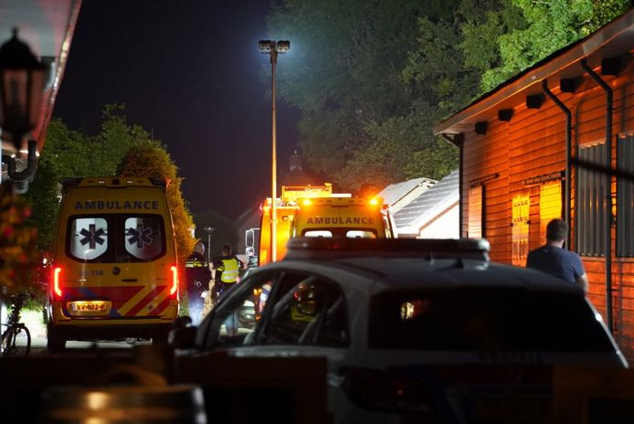 Na een ernstig ongeval aan de Oude Rijksweg in Staphorst is het slachtoffertje met spoed per ambulance naar het ziekenhuis in Groningen gebracht.