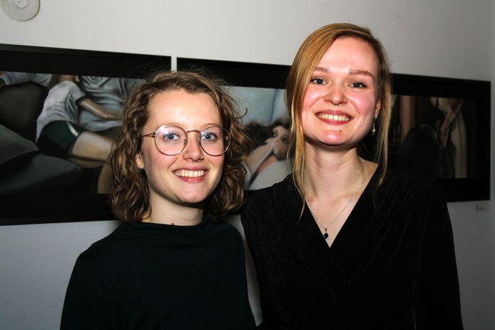Cineast Marijn van der Ploeg van Volmolenaar Film (links) en kunstenaar Ellis Scheer, die met op filmbeelden gebaseerde tekeningen exposeert.