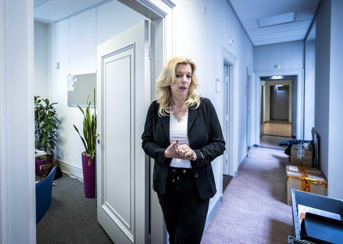 Liane den Haan van 50Plus in haar werkkamer, nadat zij bekendmaakte de partij te verlaten. De fractievoorzitter lag in de clinch met het hoofdbestuur. Met het vertrek van Den Haan is 50Plus niet meer vertegenwoordigd in de Tweede Kamer.