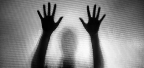 Man die wordt verdacht van vastbinden en misbruiken 12-jarige in schuur lijkt ook notoire oplichter