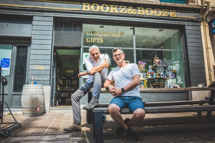 Bookz&Booze van Ief Stuyvaert (links) krijgt binnenkort een Antwerps filiaal, met Jan Chalmet
