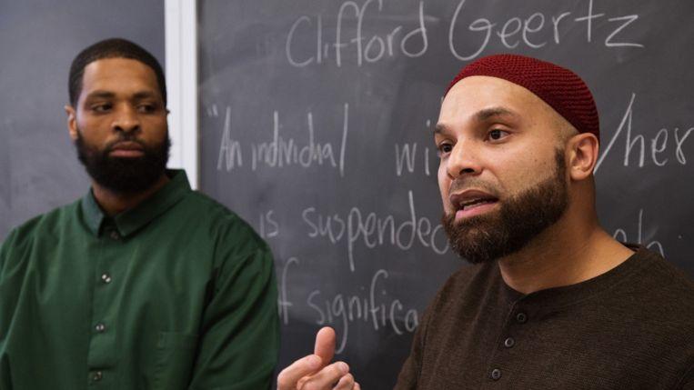 Reynaldo Perez (rechts) in het klaslokaal. Beeld Pete Mauney