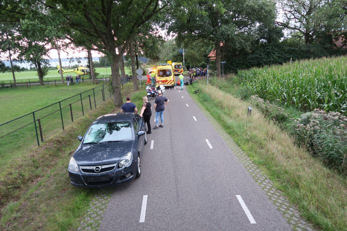 Een wielrenner kwam in botsing met een auto in Breda.