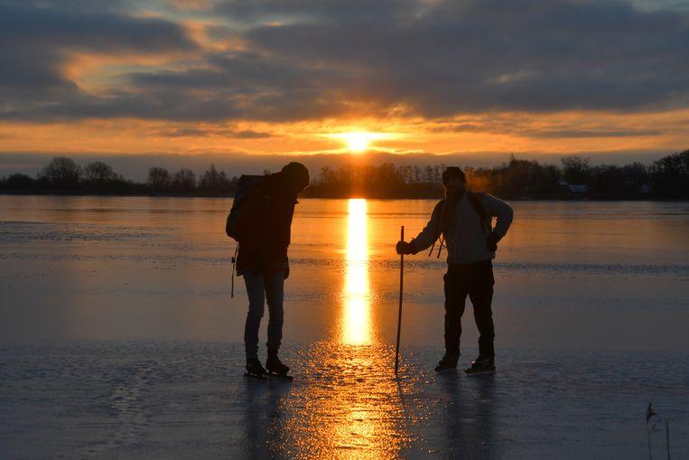 In de Botshol wordt het ijs getest. Beeld Carola Jansen