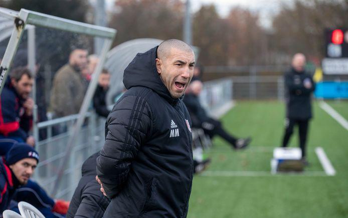 Mohammed Mouhouti op archiefbeeld als hoofdtrainer van FC Jeugd.