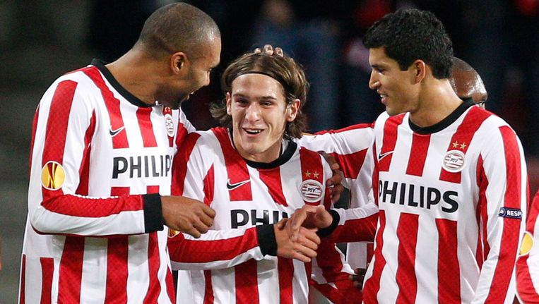 Stijn Wuytens (centraal) komt over van PSV en wordt op het Kiel herenigd met zijn broer Dries. Beeld REUTERS
