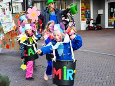 Geen optocht met carnaval in Mill? Dan maken we toch gewoon een praalwagen op schaal