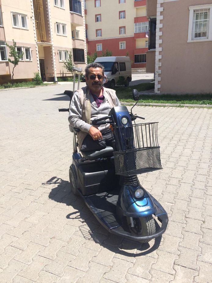 Actie voor Turkije. Afgelopen dagen werden de rolstoelen en scootmobielen uitgedeeld.