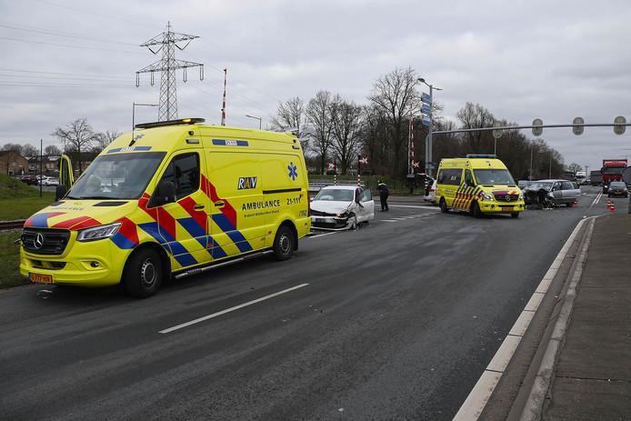 Schade en gewonden na ongeval in Oss