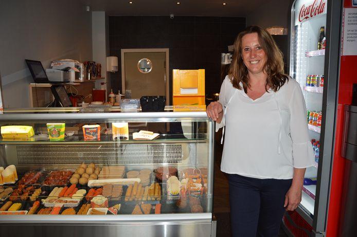 Ilse Malfroot (Vlaams Belang/Forza Ninove) in haar frituur 'De Dikke Boulet'.