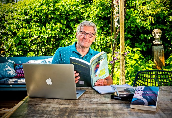 Arie Mudde schrijft sinds hij zich gepensioneerd politieman mag noemen het ene na het andere boek. Hij heeft zich nu aan een politieroman over de schilderijenroof in de Kunsthal in 2012 gezet.