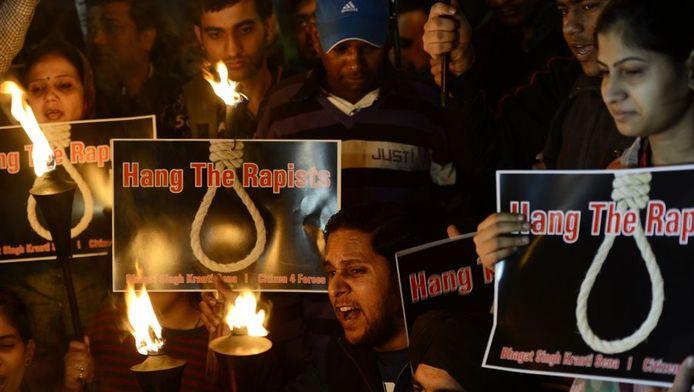 """""""Faites pendre les violeurs"""", réclame la foule à New Delhi"""