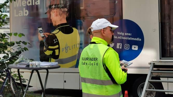 Politie komt met onderzoekstruck naar Holtenbroek in Zwolle