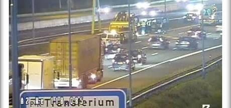 Verkeer dinsdagochtend 'compleet vast' rond Den Bosch na ongeluk op A2