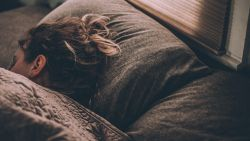 5 onverwachte voedingsmiddelen die je slaap verstoren