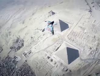 Wauw: Belg vliegt in wingsuit boven piramides van Gizeh