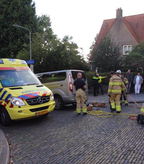 Scooterrijder schuift onder busje en raakt ernstig gewond