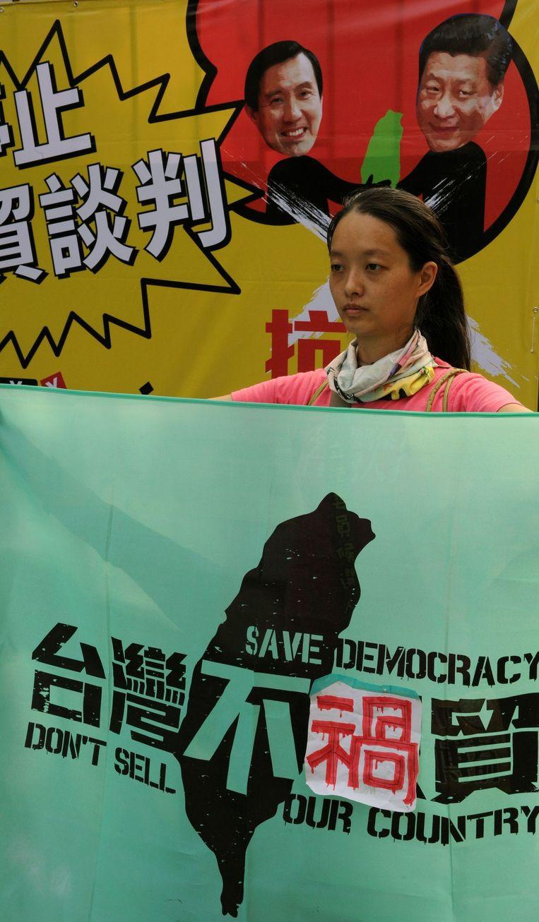 Demonstranten in Taipei tegen de ontmoeting tussen Ma Ying-jeou en Chinese president Xi Jinping Beeld afp