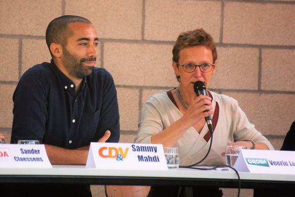 Veerle Leroy (Groen) tijdens een schooldebat eerder deze week naast Sammy Mahdi (CD&V)
