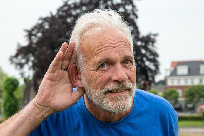 IJme Woensdregt ageert tegen het nieuwe evenementenbeleid van de gemeente Ermelo. Volgens hem mag de muziek door de nieuwe geluidsnormen niet harder meer klinken dan zijn vaatwasser. Hij roept inwoners op om donderdag naar 't Weitje te komen om te horen hoe dat klinkt.