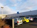 Een volle parkeerplaats bij Eleq in Steenwijk.