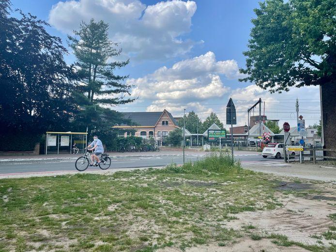 Op de hoek van de JE Claeslaan en de Kerkeblokken is nu een braakliggend stuk grond.