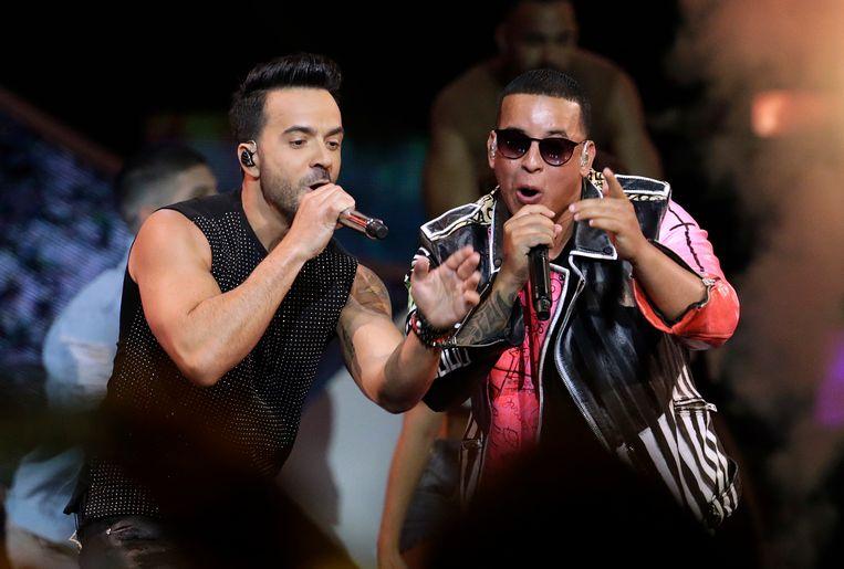 Luis Fonsi en Daddy Yankee brengen samen 'Despacito'.  Beeld AP