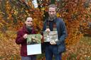 Gaea Rysselaere en Ludo Goossens stellen de nieuwe kalender voor.