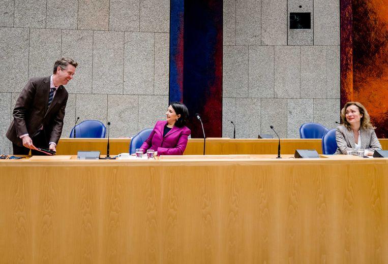 Kandidaat-kamervoorzitters Martin Bosma (PVV), Khadija Arib (Pvda) en Vera Bergkamp (D66) voorafgaand aan de verkiezing van een nieuwe voorzitter van de Tweede Kamer. Beeld ANP